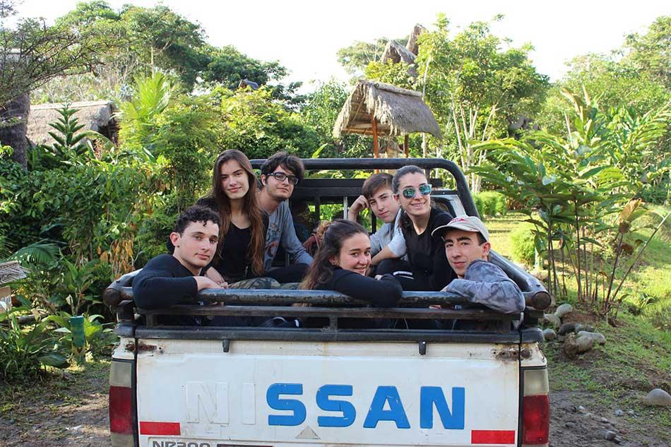 IES-Las-Musas-en-la-expedición-a-La-Amazonía